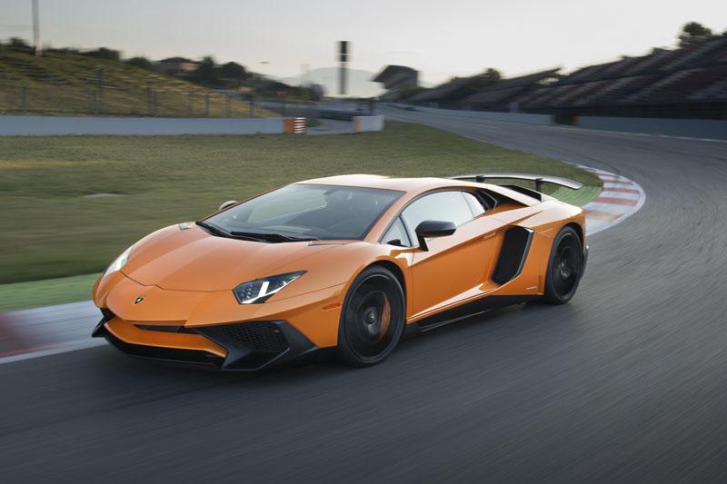 •Lamborghini Aventador