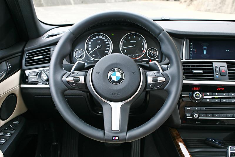 M款跑車方向盤絕對是好物,不管握感或造型皆屬上乘。