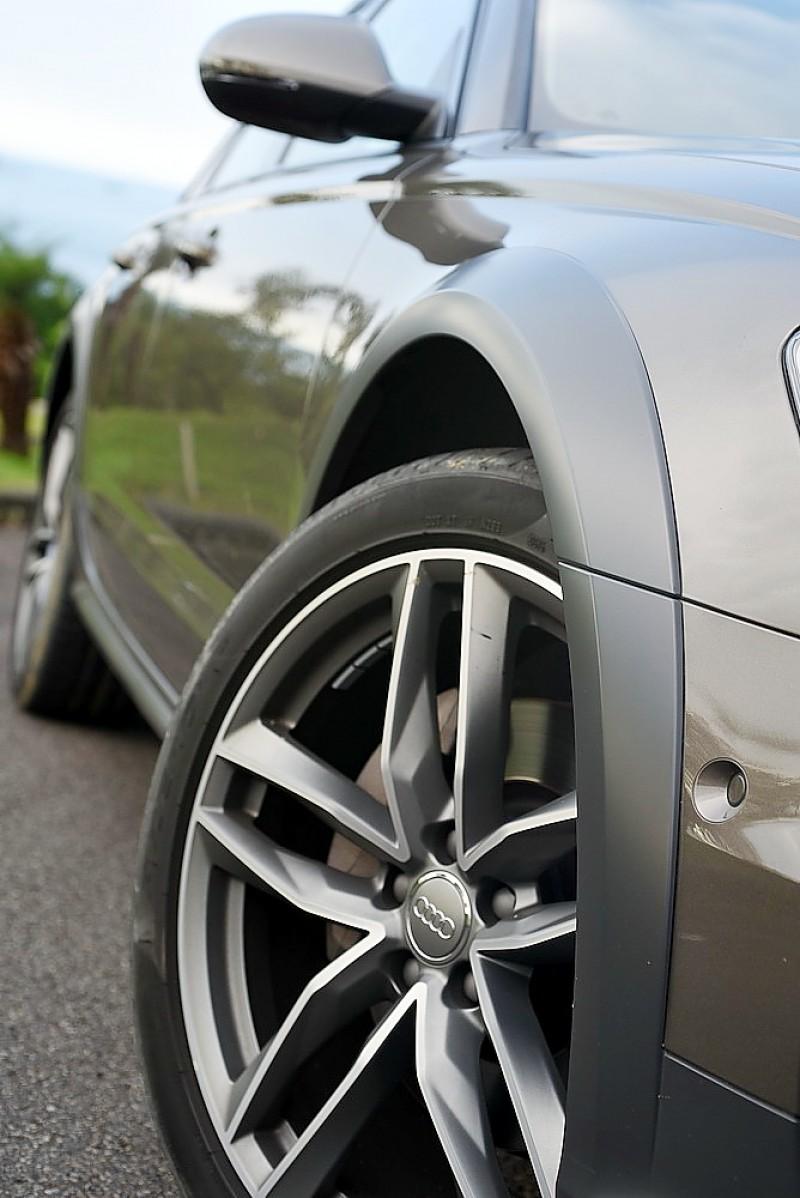 車頭前後下護板與車側防刮飾板是A6 Allroad Quattro外觀最大特色