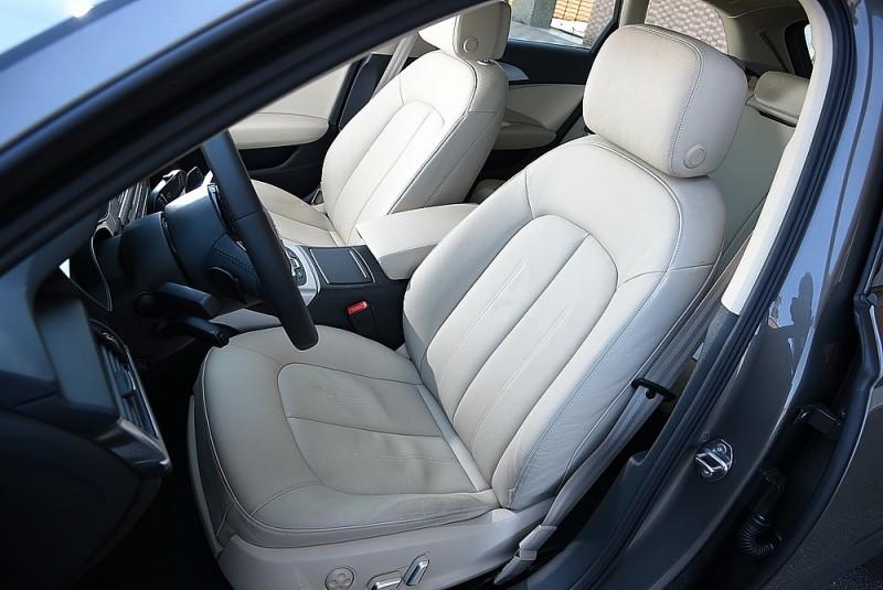 駕駛座椅也有極佳包覆性與支撐性