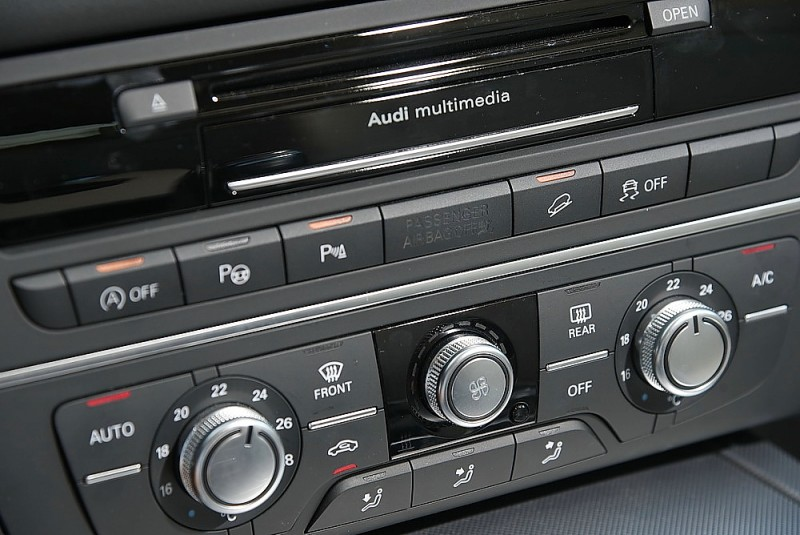 除怠速熄火、自動停車輔助外A6 Allroad Quattro更配備陡坡緩降系統,後退也能使用