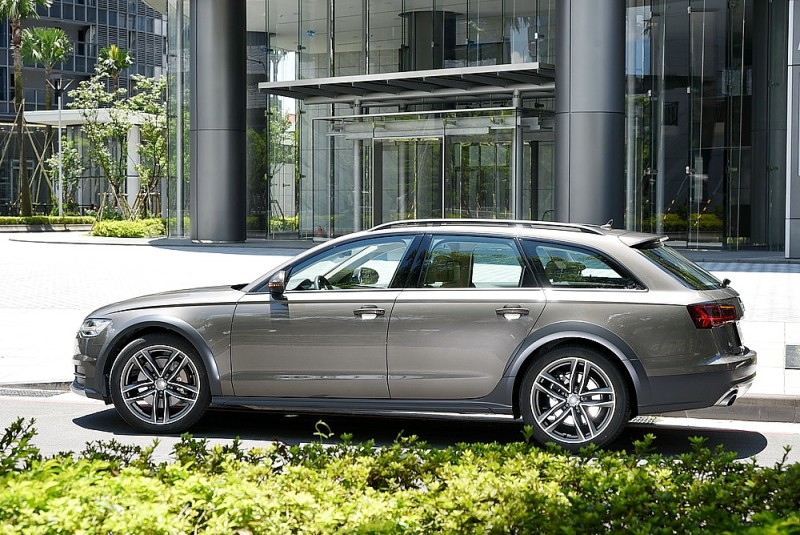 側面帶點車尾是A6 Allroad Quattro最美角度