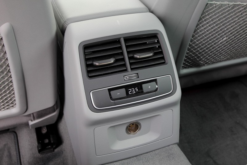 三區恆溫讓後座也能獨立控制空調