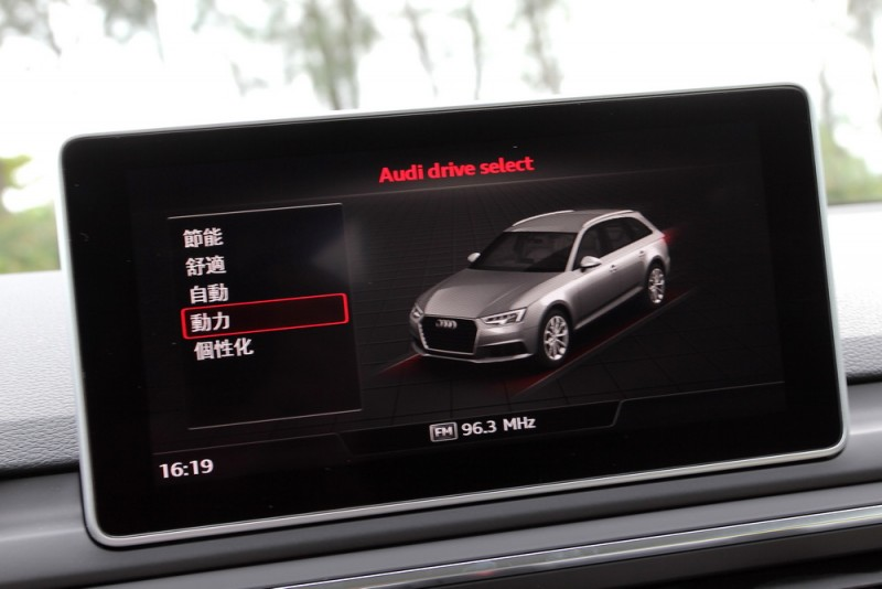 Audi drive select能將動力輸出依照路況需求切換至不同模式