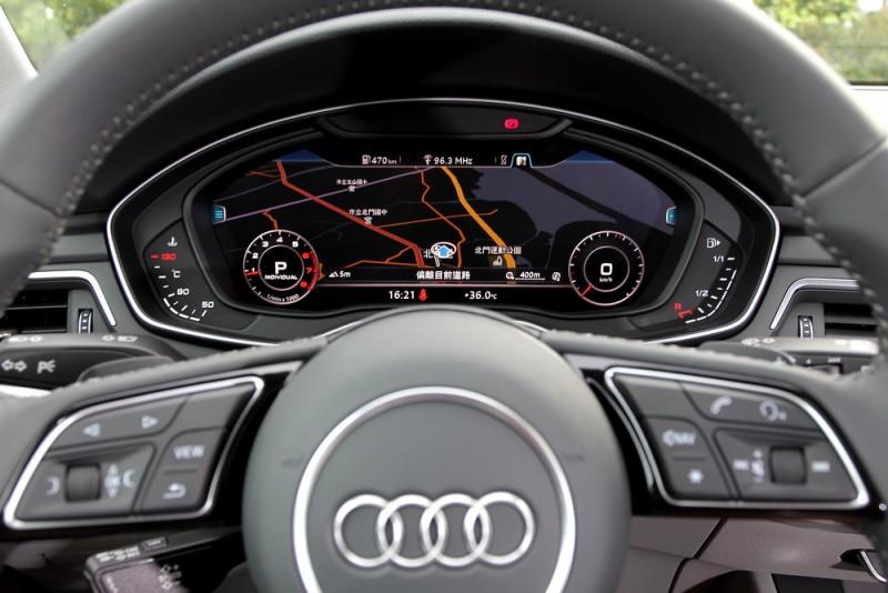 12.3吋數位化儀錶具備雙顯示模式:上圖是以導航圖資為主,縮小時速與轉速