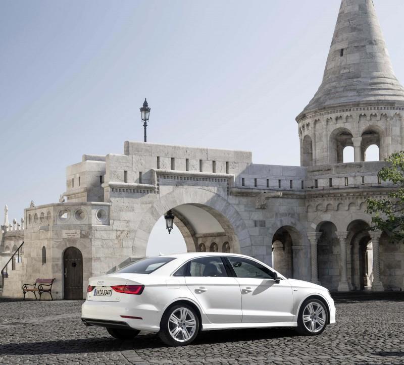 車迷朋友們凡於九月份入主 Audi A3 即可享有 60 期零頭款零利率優惠或120 萬 60 期零利率之限時優惠購車專案。