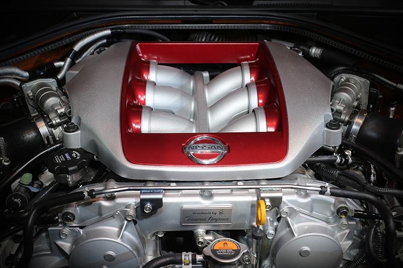 2017年式GT-R最大馬力提升20匹,達到565匹強大實力,峰值扭力則增加至64.5 kg/m。