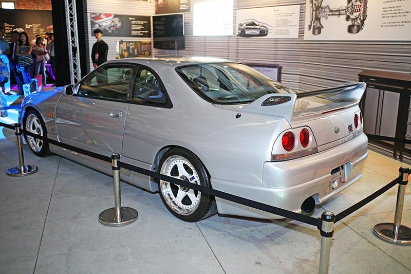 「靜,亦撼動」NISSAN GT-R傳奇特展裏頭當然也有R33 GT-R。