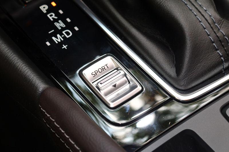 新改款Mazda3也增加了Sport模式,切換後換檔速度與油門反應都會改變,以增加駕駛樂趣。