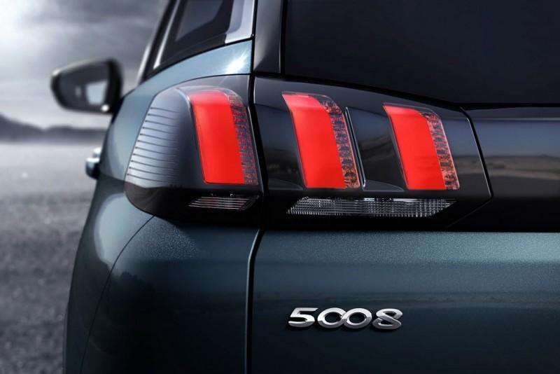 黑底紅爪痕尾燈也是PEUGEOT SUV家族特色