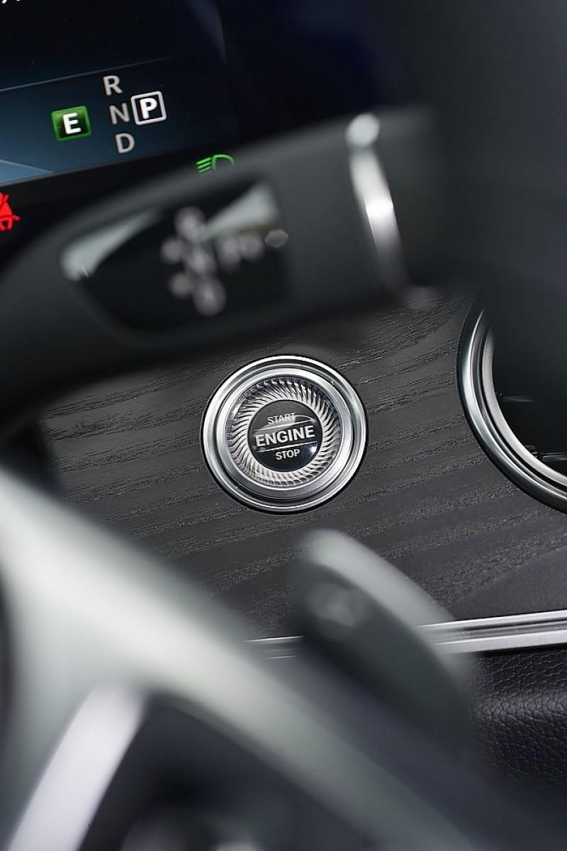 M.Benz車款全面採用方向機柱排檔桿更倚重撥片