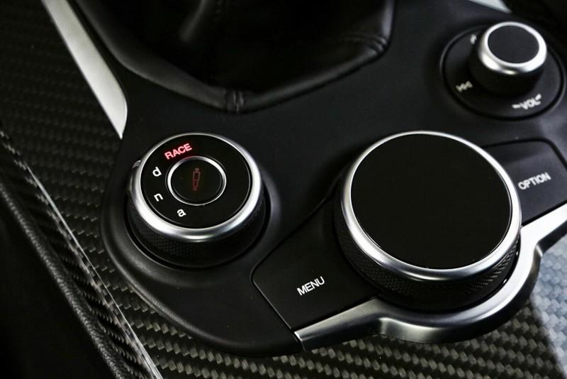 Giulia Quadrifoglio的D.N.A動力控制系統除了增加RACE競技模式,懸吊也能獨立調整
