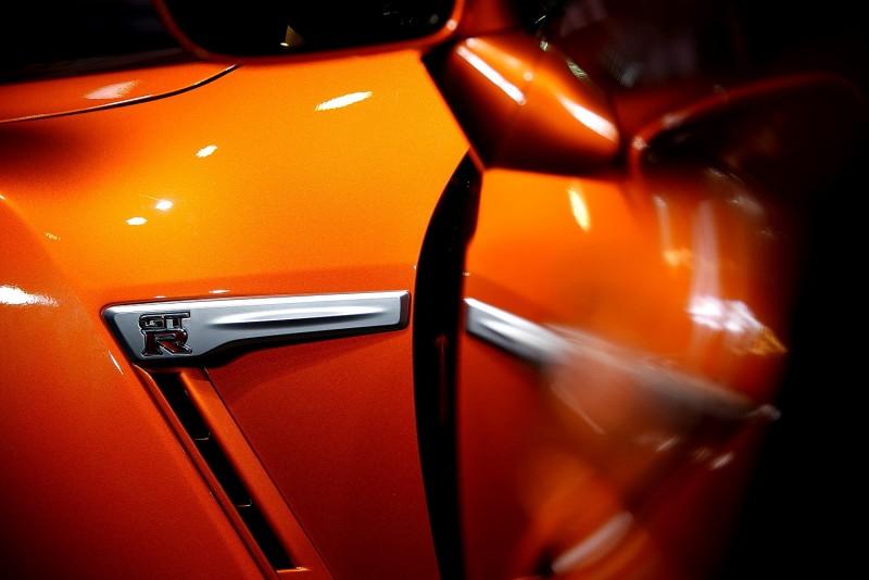 門板虛化倒影讓車側散熱孔上GT-R飾板更為耀眼