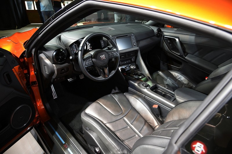 2017  GT-R內裝其實有配色可選,可惜展出車是全黑內裝