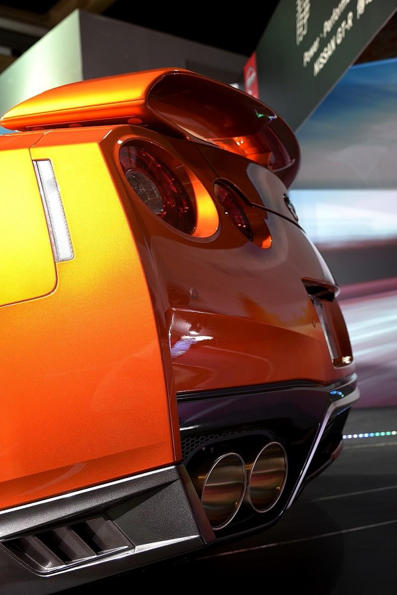 有如武士刀砍下的車尾輪廓,NISMO果然又把GT-R樣貌推到了另一個極致