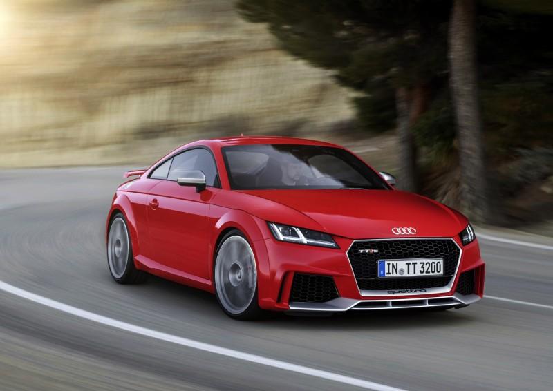 2016年全新發表的全新TT RS高性能雙門跑車,其所搭載的2.5升直列五缸引擎的最大動能已突破400hp大關,憑藉著成熟且精湛的引擎調校工藝,以及源自德意志精良的製造品質做為後盾的堅實基礎下,繼續演繹出卓絕不凡的高效動力,引領四環品牌的進化科技,駛向未來!