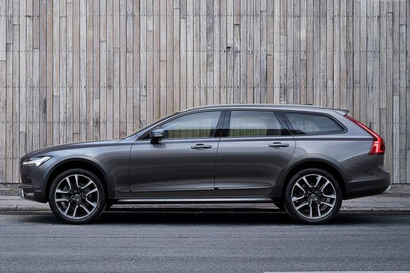 未來E-Class All-Terrain的直接對手,當然還是Audi A6 Allroas以及圖中也是最新發表的Volvo V90 Cross Country。