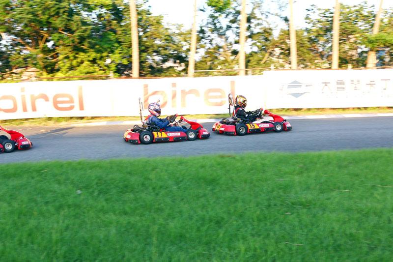賽事初期,排位第二的「*我們是隊的*」〈17號車〉因起跑不佳掉至後方後,開始急起直追,有不少超車畫面,在還沒換至第二棒前已超回到第二位置。