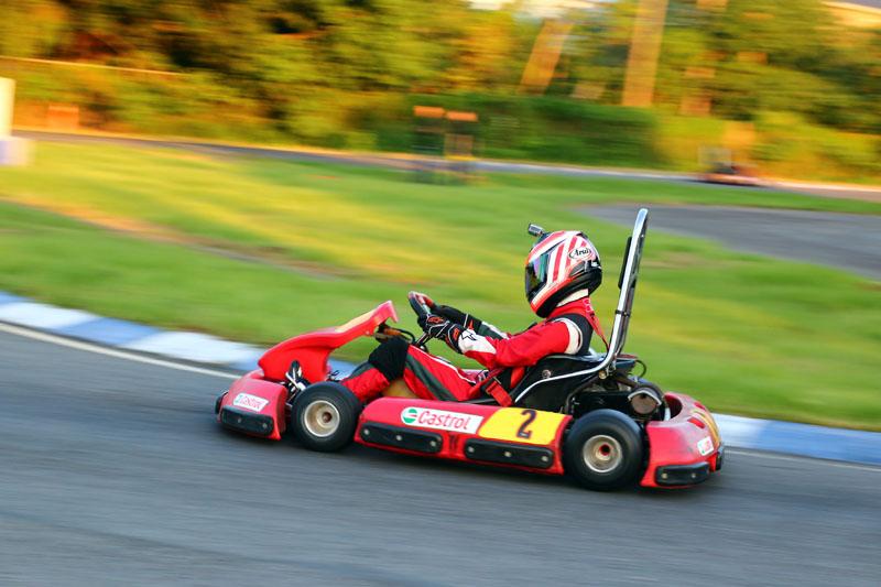 排位第三的「大魯閣賽車女孩俱樂部」也因起跑不順與後續碰撞,一度掉到最後,第一棒Iris在重新穩住陣腳後,亦追回到第八。