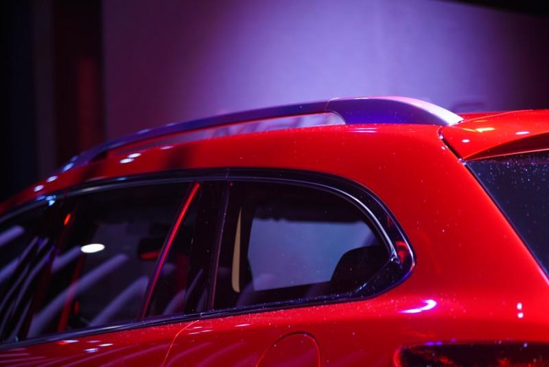 重點來了MAZDA 6 Wagon車窗輪廓在D柱的收尾似乎沒房車來的瀟灑俐落,車頂架如果是歐系車的伏貼式應該更好