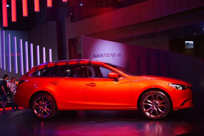 側面輪廓絕對是欣賞 Wagon最重要角度,MAZDA 6 Wagon的前輪拱線條與上揚腰線為視覺加分不少