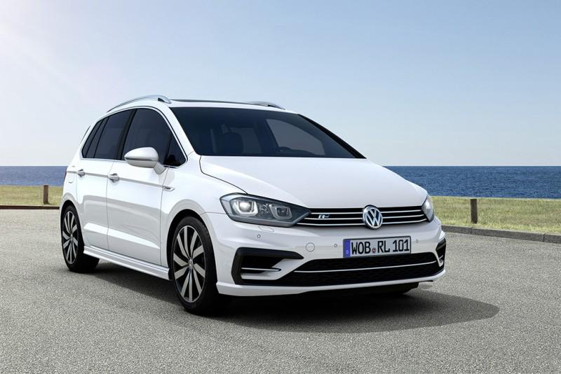 2017年式Sportsvan提供掀背車靈活與操控特質,並首度在台推出280 TSI R-Line車型,外觀與內裝增列多項運動化套件,全車系更標準配備雙區全自動電子恆溫空調系統、免鑰匙晶片控制系統與Customer-Link 車輛監控系統等科技配備,展現Volkswagen品牌全面性產品力。
