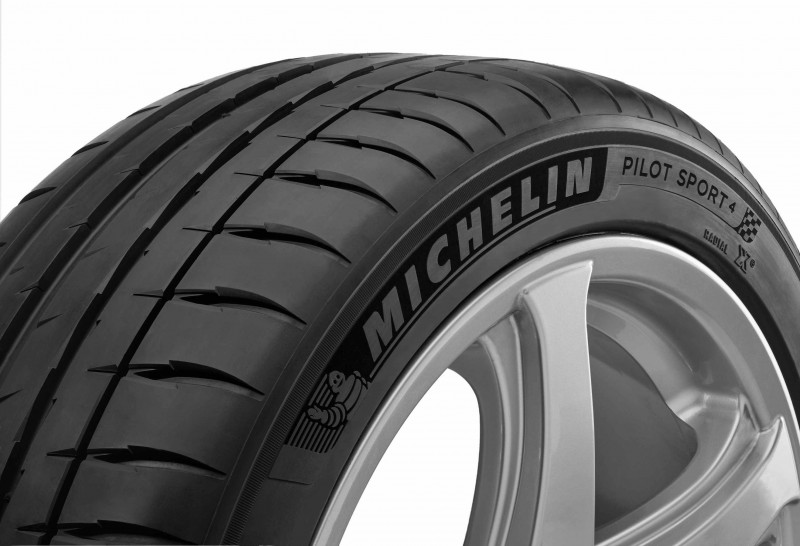 全新Pilot Sport 4之所以能夠精準掌控全方位輪胎性能表現,源自於它完整涵蓋了「絕佳操控性、真實清晰的路感、優異的濕滑路面操控安全性、高行駛里程表現」等四大產品面向,而其具備卓越的全方位性能演繹與產品優勢,更在市場上同級輪胎產品中,樹立起嶄新的駕馭安全新標竿,完美融合了「源自賽道,街道體現」之精髓!