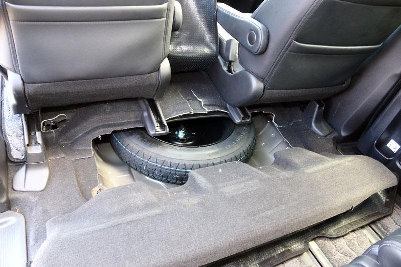 為了創造最大的乘坐空間,Odyssey連備胎都改放置於前座下方 。