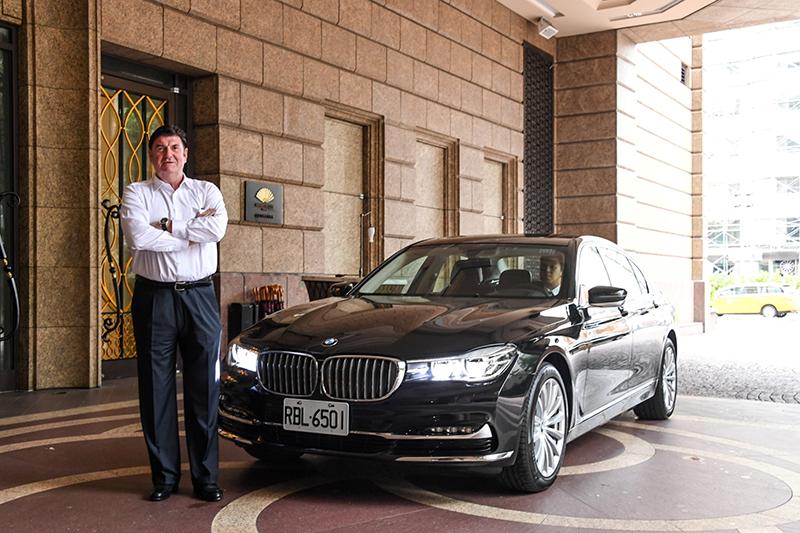 BMW大7系列為紅點設計大獎執行長彼得.賽克(Peter Zec)訪台指定座車(商周集團提供)。
