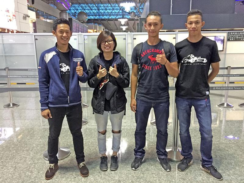 本次「TAROKO Racing Team」赴日比賽由大魯閣卡丁車場資深副店長詹毅軒(左一)率隊前往,三位選手由左至右分別為崔靜瑜、葉亮陞與劉蔚瑄。