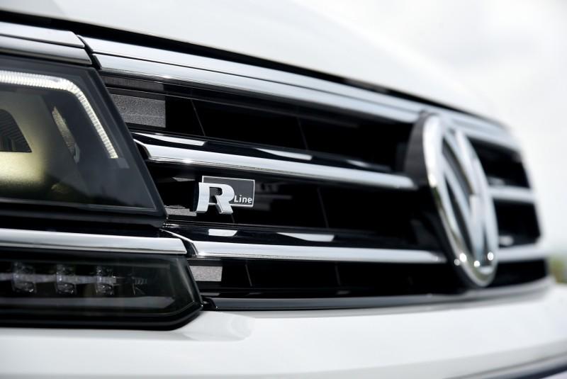 外觀R-Line套件在白車上更顯的深邃霸氣