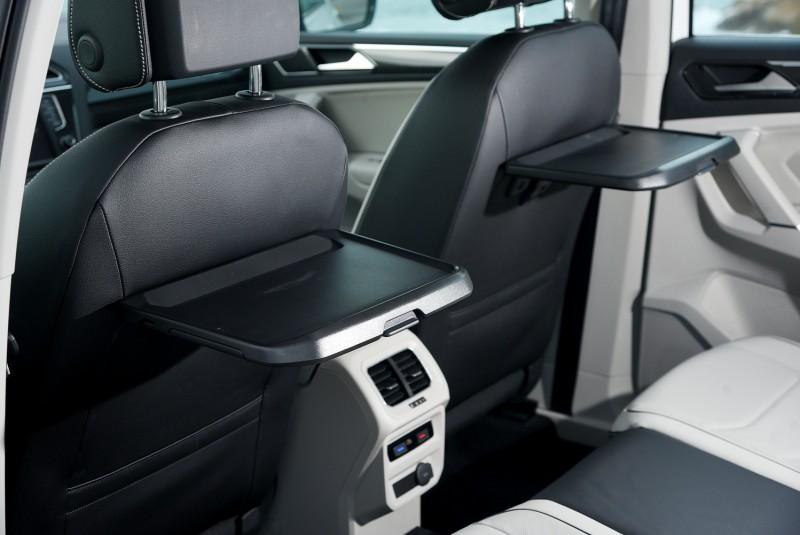 餐桌與三區恆溫出風口讓後座乘客享受最舒適便利車內環境