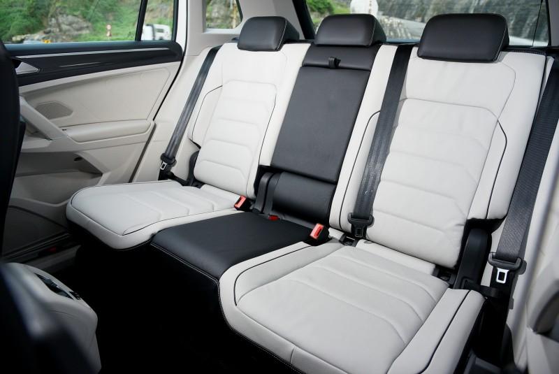 寬敞的後座空間,4/6分離座椅能前後滑移也能調整傾斜度