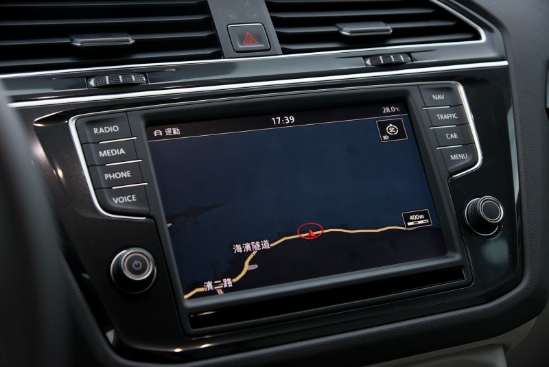 中央多媒體觸控螢幕的導航路線圖資也能同步顯示於數位儀錶上