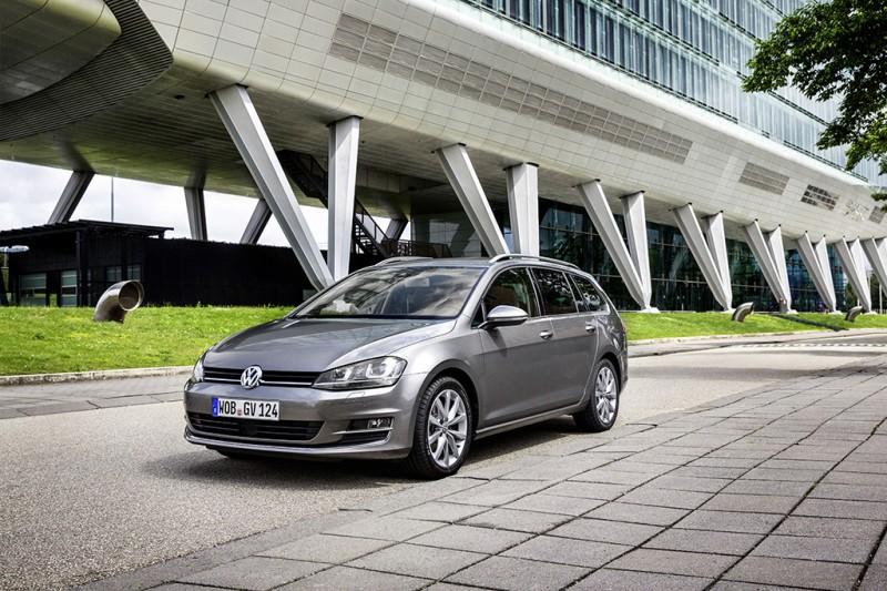 2017全新年式Golf Variant新增方向盤換檔撥片、真皮跑車座椅、Customer-Link 車輛監控系統等配備,享72萬元36期優惠專案。