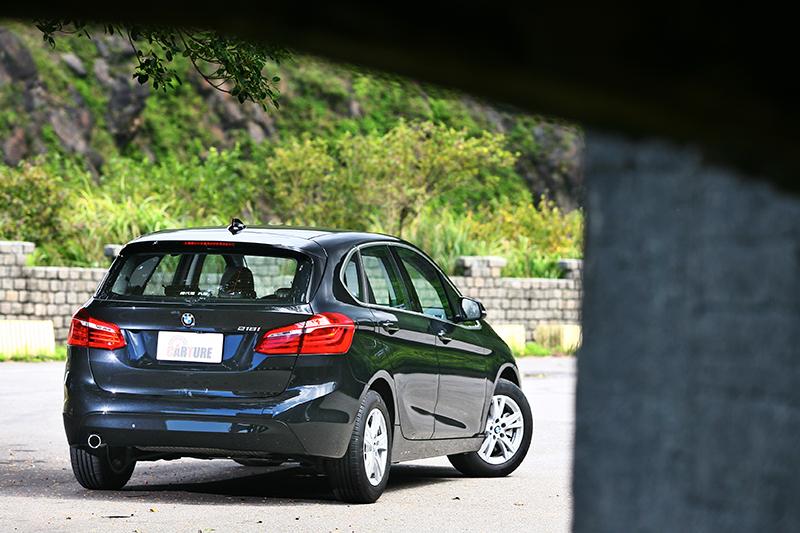 BMW 218i Active Tourer又適巧推出都會版,其實150萬購車預算還綽綽有餘。