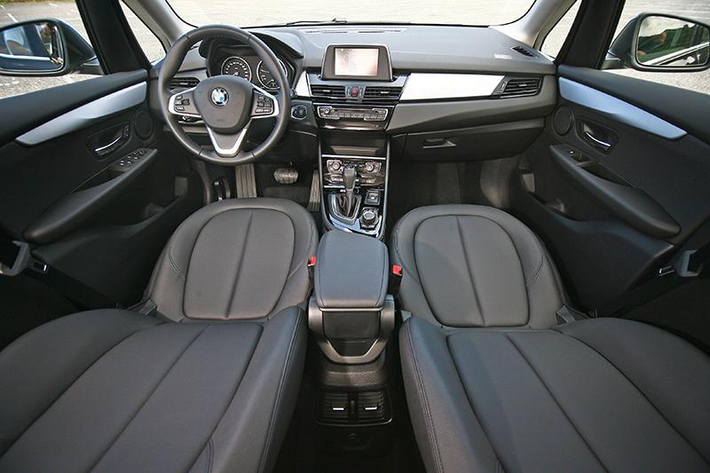 M款多功能真皮方向盤為BMW 218i Active Tourer都會版特別升級的配備。