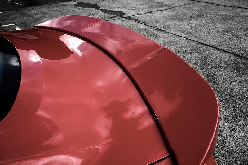 高質感霧黑車貼、車頭下氣壩擾流套件、車側導流套件、車頂尾翼、車尾大型尾翼等5件式Classic Design Concepts空力套件,是2017年式限量20台才有的好康。