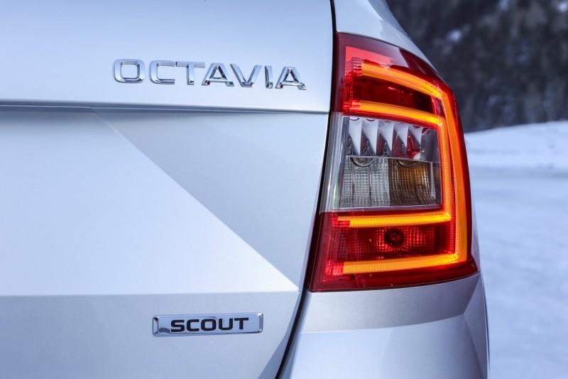 SKODA經典C字型尾燈改以導光條形式呈現,辨識度更佳