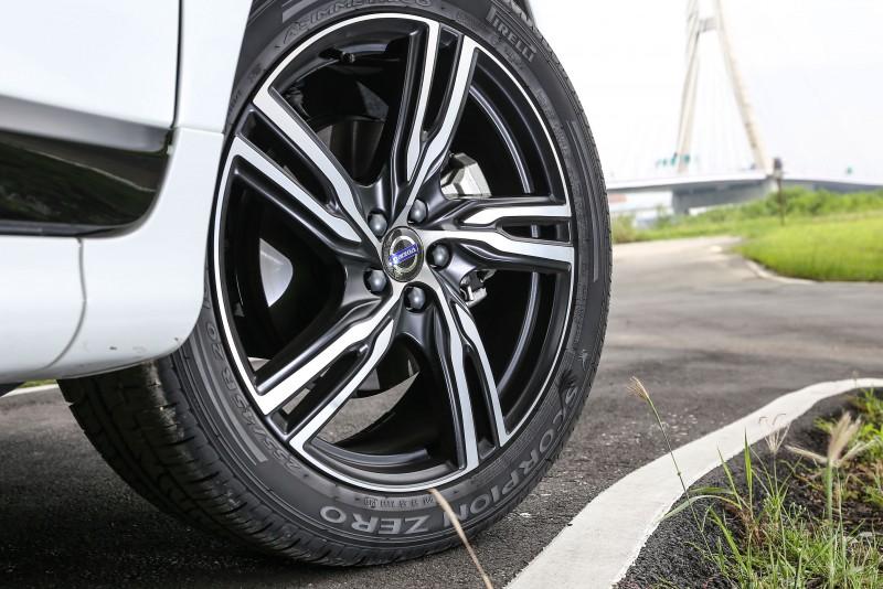 R-Design車型便已配附的20吋輪圈。