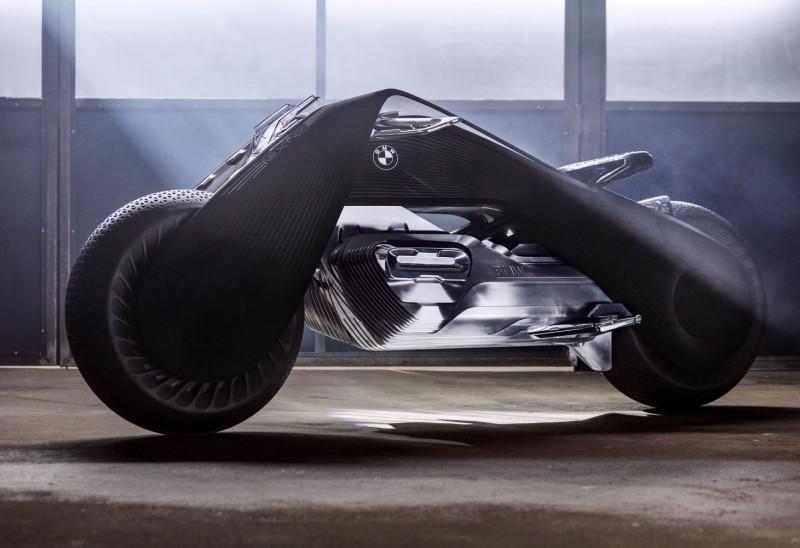 融合古典元素與未來科技,BMW Motorrad VISION NEXT 100登場就是目光焦點