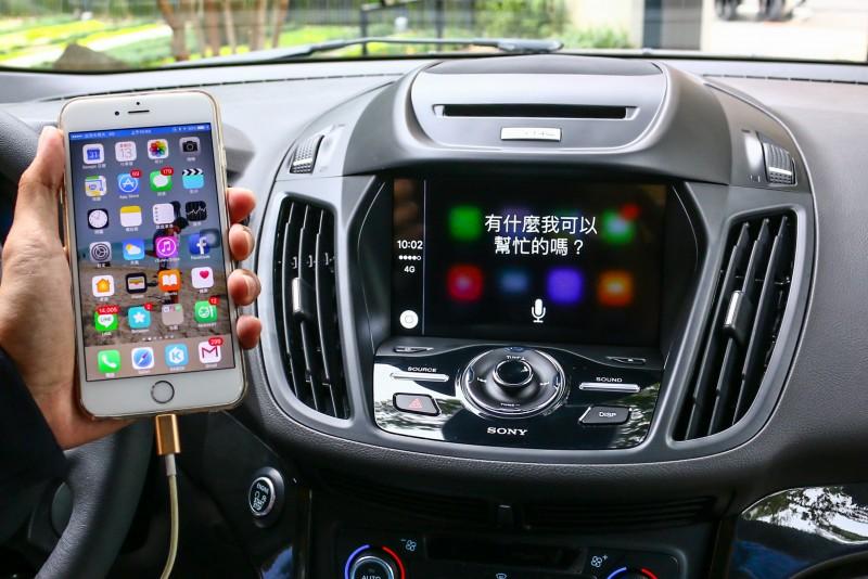 駕駛者可透過語音指令、方向盤控制鍵控制車內多項通訊娛樂功能。