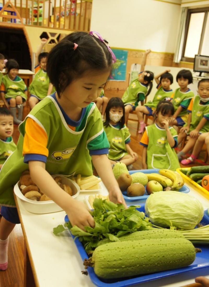 中華汽車幼兒園今年起供應有機蔬菜 讓同仁子女吃的安心