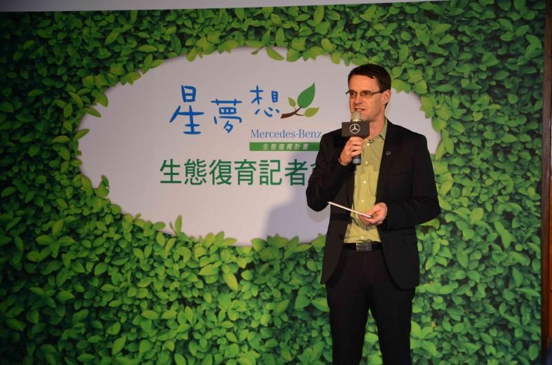 台灣賓士總裁邁爾肯表示,1棵樹可為人們帶來不小的貢獻。平均1棵樹,在其有生之年,可提供1個四口之家50年所需要的氧氣。