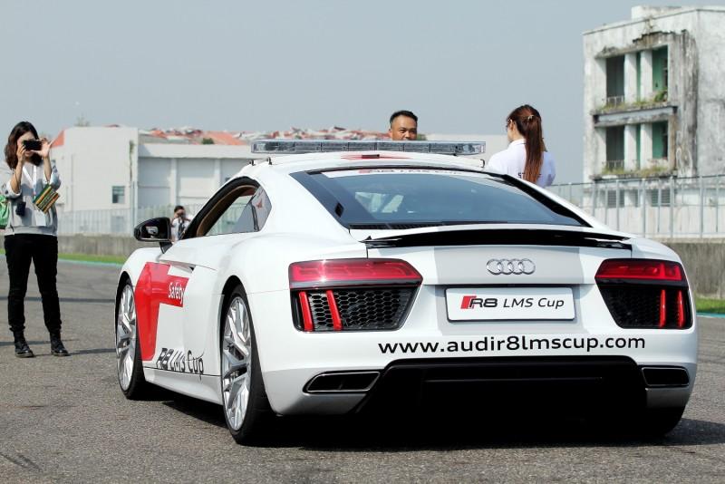 駕駛量產版R8應該是比賽車舒服多了