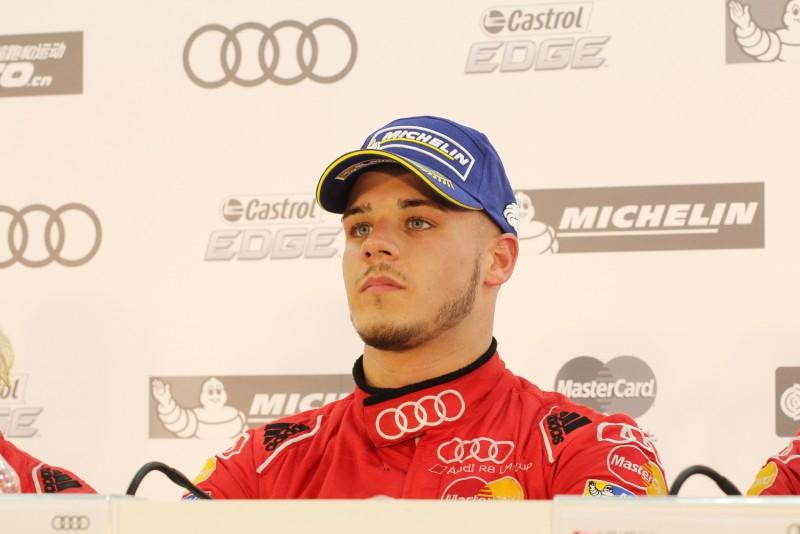 得到此次分站冠軍的Alessio Picariello看起來有點累,但還是認真的回答主持人問題