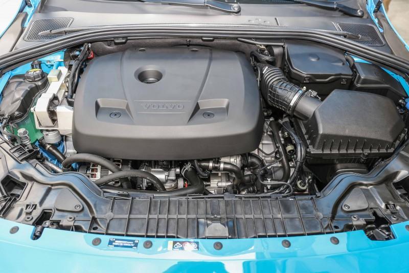 結合渦輪與機械增壓的2.0升汽油引擎,367hp/479kgm的動力,以過去在此賽道上的試駕經驗值而論,這數據絕對不足掛齒,但綿密且即時的動力輸出,卻讓人印象深刻。