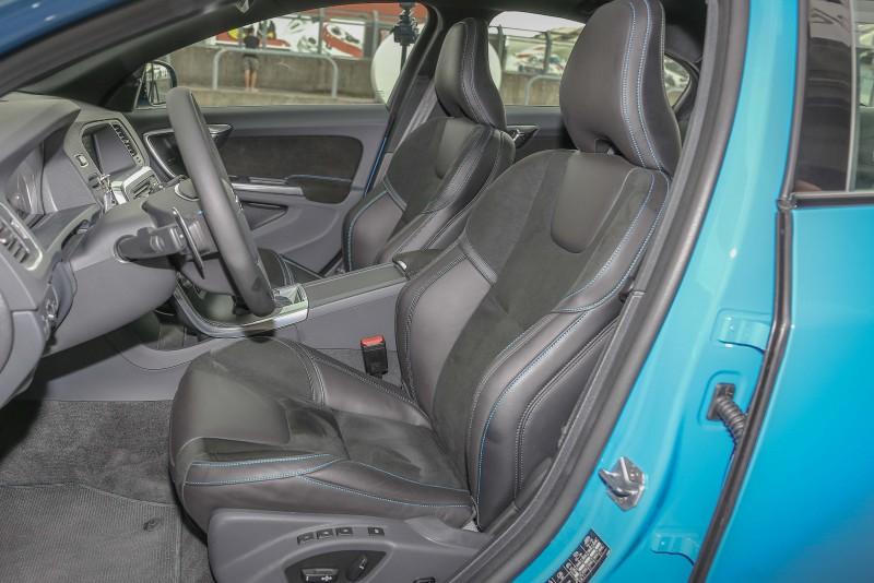 在Volvo總讓人最滿意的座椅設計中,更給予了相當足夠的左右包覆與支撐,足以對應激烈的彎道操控過程。