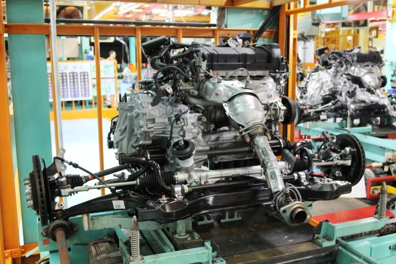 引擎由衛星工廠組裝後送來,在這裡先與前懸下A臂以及副樑組合