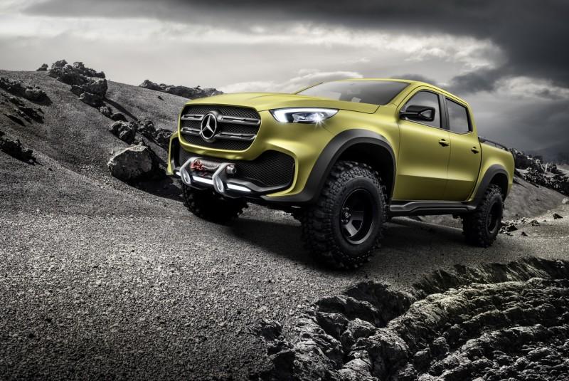 強悍冒險型X-Class採用檸檬色金屬車漆,車頭廠徽採用雙肋飛翼造型,保桿下方加裝絞盤
